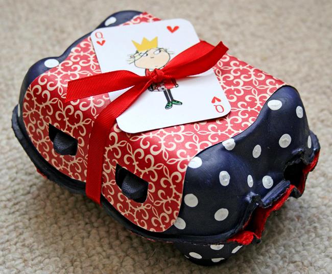Caja de regalos hecha con huevera