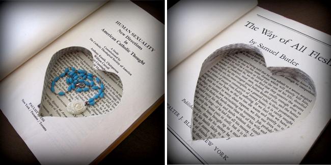 Collar escondido dentro de un libro