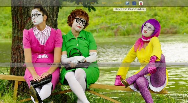"""""""Plastic Ladies"""" utilizan la fotografía personalizada en su sitio Wix"""