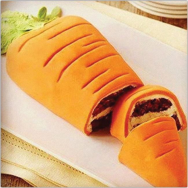 Torta de zanahoria con forma de zanahoria