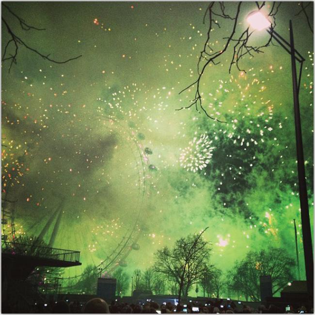 Parque de diversiones por la noche