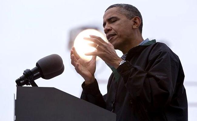 Foto de Obama con el sol entre sus manos