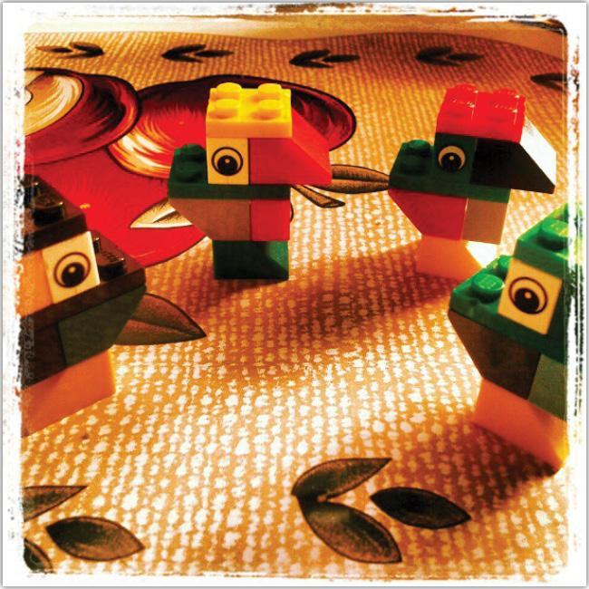 Loritos hechos con legos