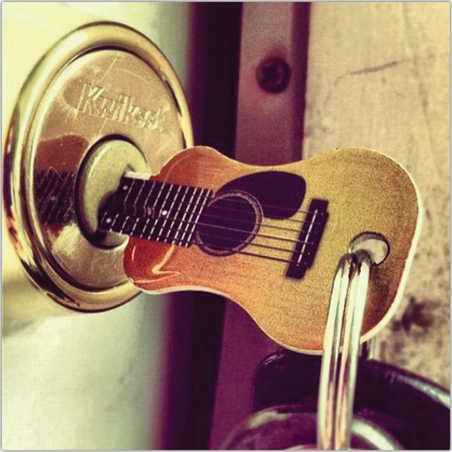 Llave en forma de guitarra