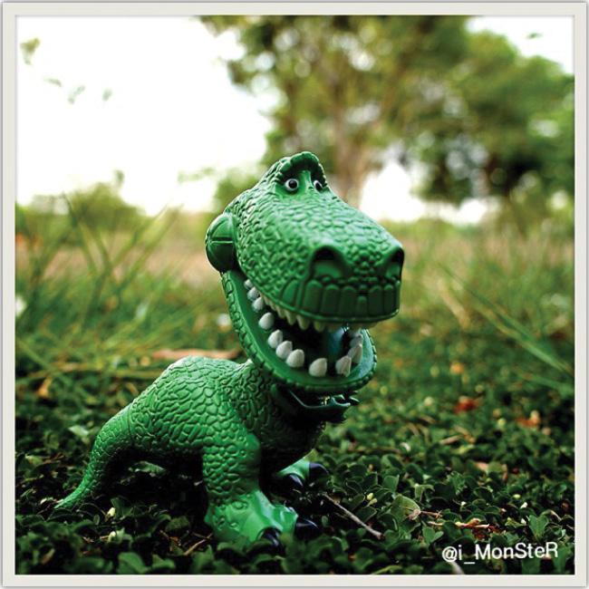 Dinosaurio de la Pelicula Toy Story en un parque. Instagram de i_monster