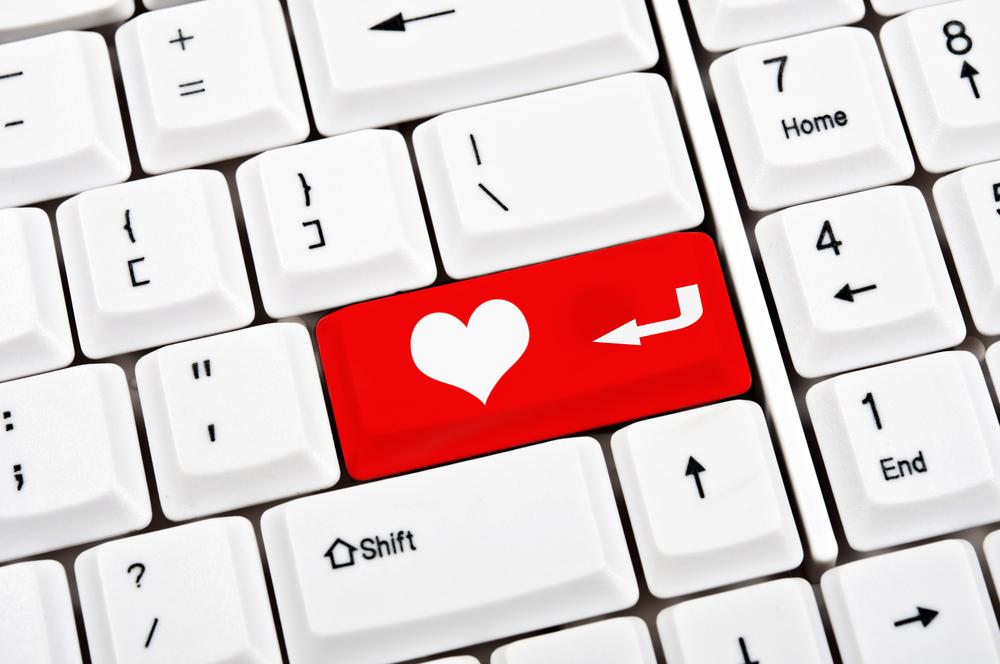 """Teclado de computador donde en vez de """"enter"""" hay un corazón."""