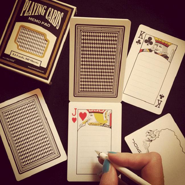 Mazo de cartas en las que se puede dibujar y completar con un lapicero la mitad de cada una de las cartas