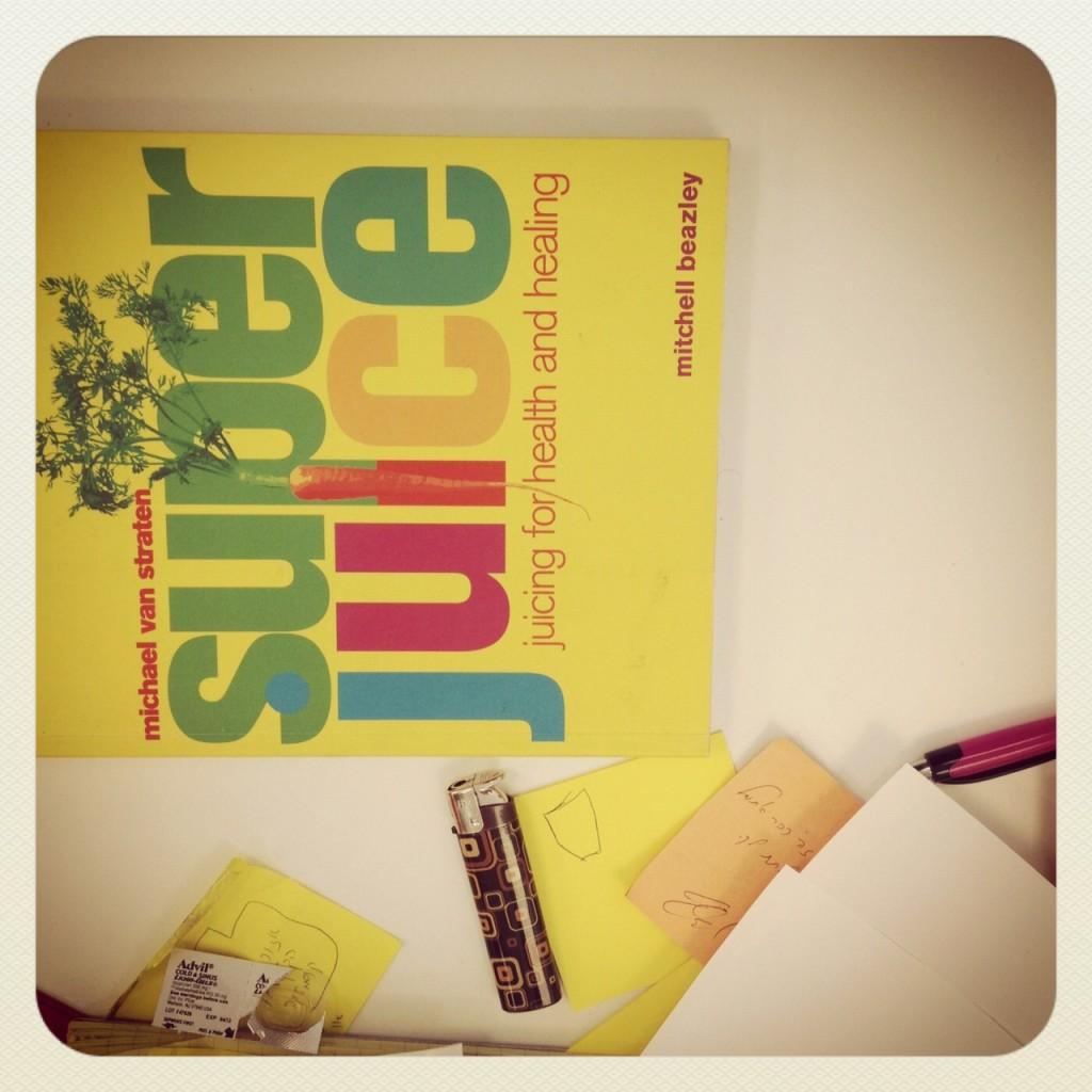 Libro de ecología sobre el escritorio