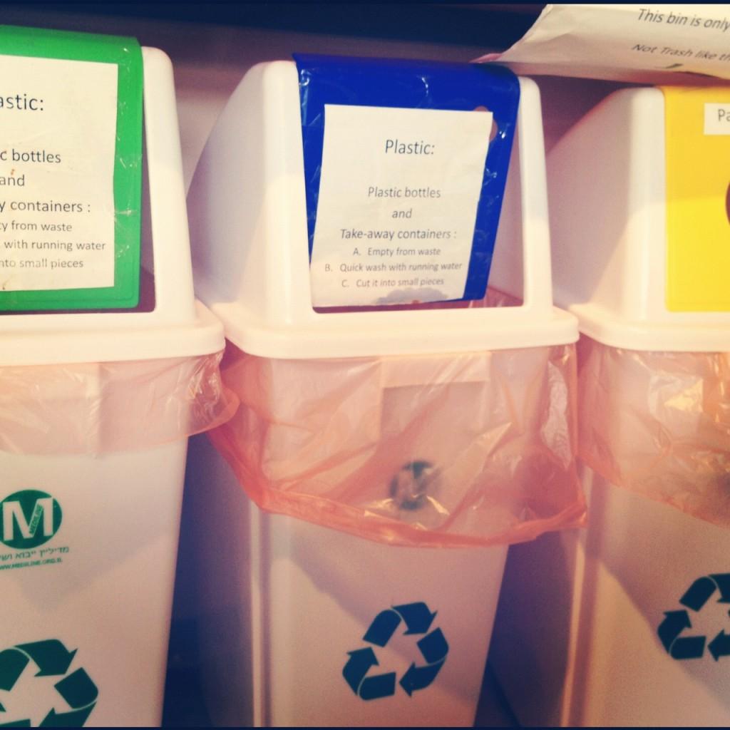 Tachos de reciclaje de plásticos