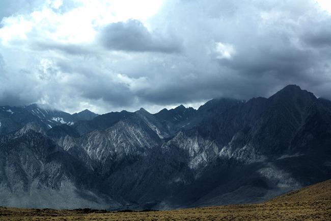 Paisaje montañoso en invierno