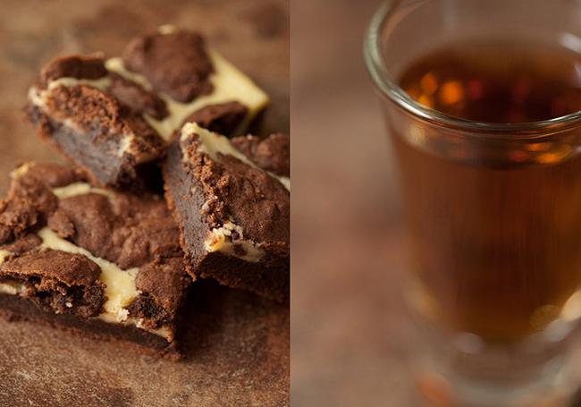 Brownies y taza de te