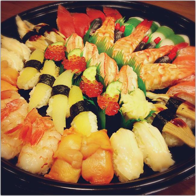 Hermoso plato de sushi