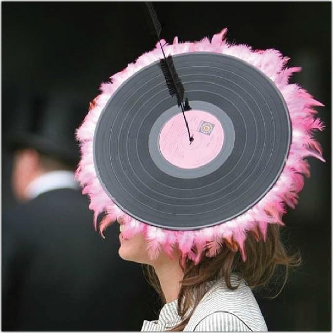Sombrero en forma de disco musical