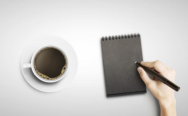 Un café y un anotador