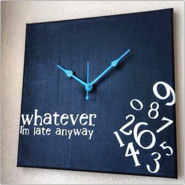 Un reloj que dice: Igual llego tarde