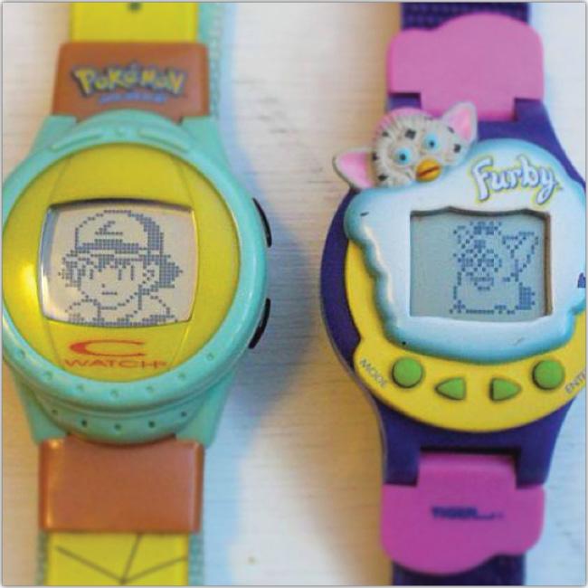 Dos relojes tamagochi. Uno de Pokemon y otro de Furby.