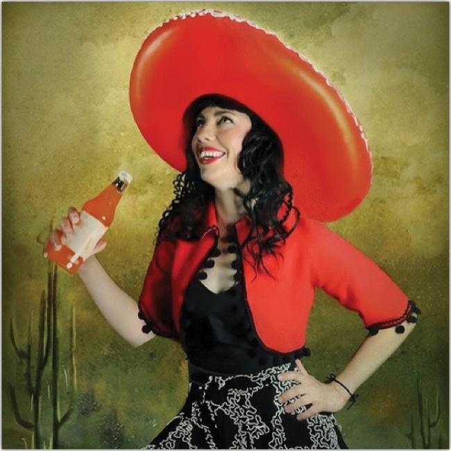 Mujer vestida con vestimenta tradicional mexicana y sosteniendo una botella aparentemente llena de Tabasco