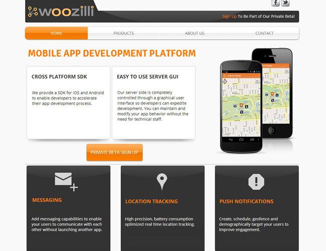Pantallazo de sitio web con dos aparatos moviles en primer plano