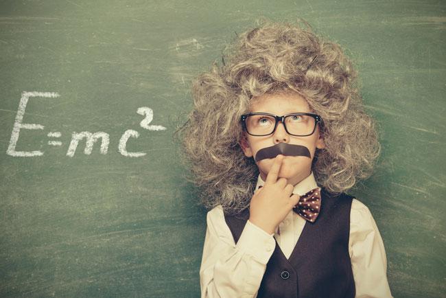 Niño disfrazado de Albert Einstein