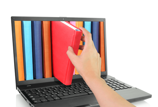 Libros salen de una pantalla de una computadora